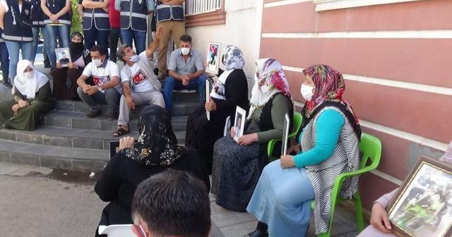 Evlat nöbetindeki ailelerden PKK ve HDP'ye tepki