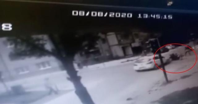 Kaza anı saniye saniye kameraya yansıdı