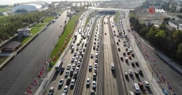 İstanbul'da deprem ve mesai bitimi trafiği olumsuz etkiledi