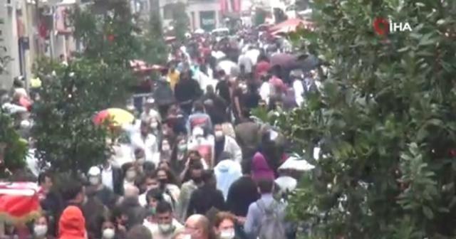 Taksim'de yağmur etkili oldu