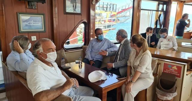 Bakan Kasapoğlu teknede kahve içti, yenilenen Marmaris Şehir Stadyumu'nu gezdi