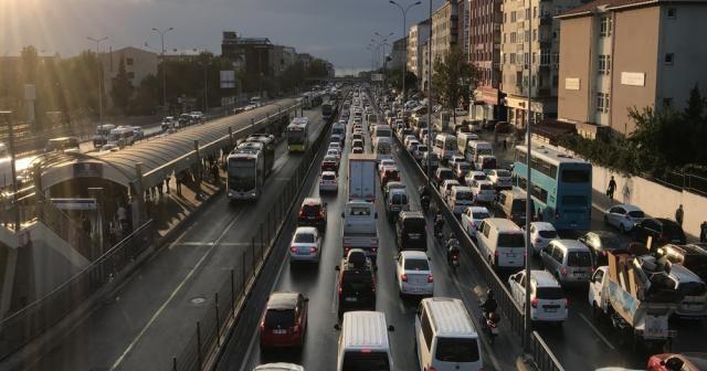 E-5'te okulların açıldığı ilk gün trafik yoğunluğu oluştu