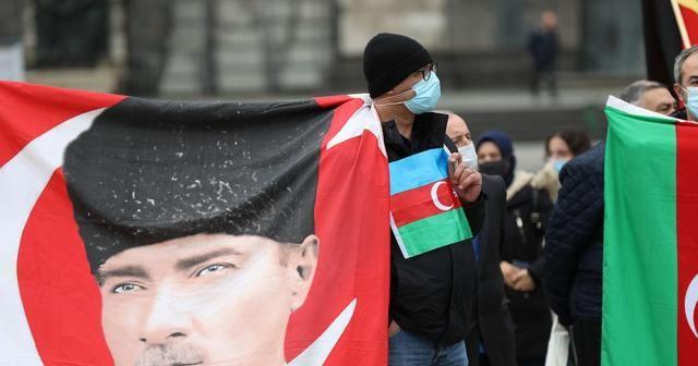 Almanya'da işgalci Ermenistan'ın saldırıları protesto edildi