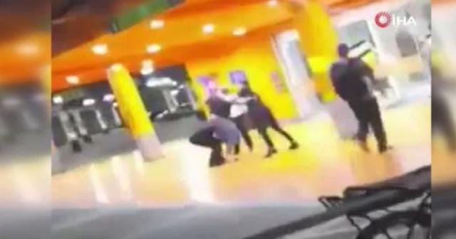 Brezilya'daki süpermarkette siyahi bir adam dövülerek öldürüldü