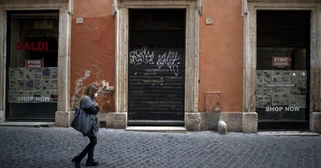 İtalya'da son 24 saatte Covid-19 nedeniyle 699 kişi öldü