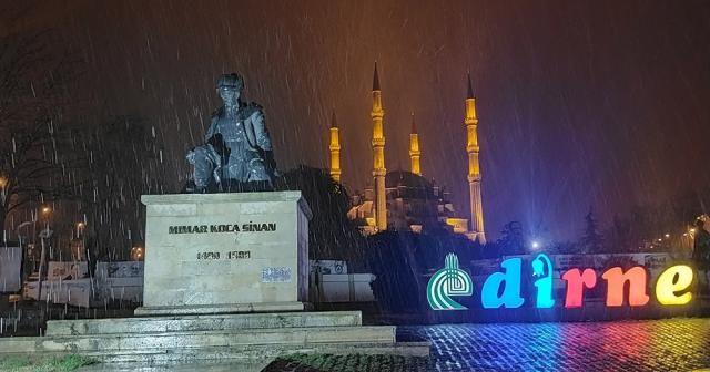 Balkanlar üzerinden gelen kar Edirne'den giriş yaptı