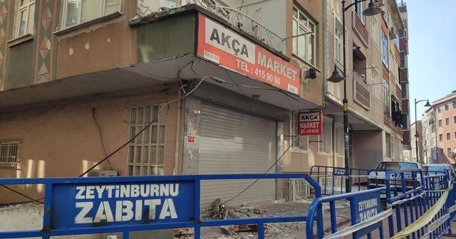 Zeytinburnu'nda binanın balkonunun çöktüğü anlar kamerada