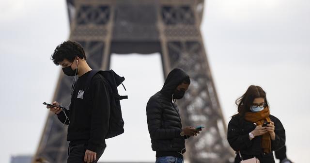 Fransa'da son 24 saatte 25 bin 279 yeni vaka