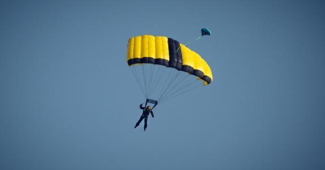 Base jump dünya rekortmeni Kuzey Marmara Otoyolu'ndan paraşütle atladı