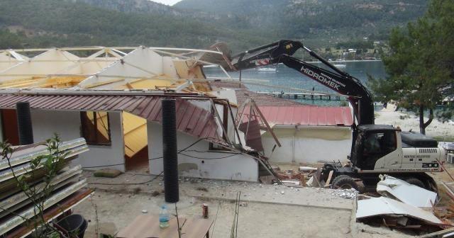 Dünyaca ünlü koydaki kaçak yapıların yıkımı başladı