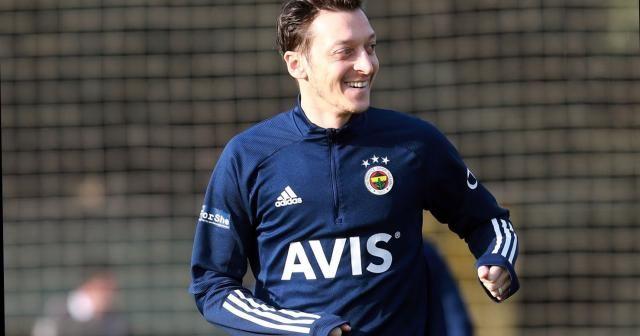 Mesut Özil ve Nazım Sangare takımla çalıştı
