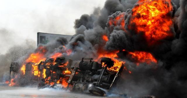 Nijerya'da akaryakıt tankeri patladı: 7 ölü