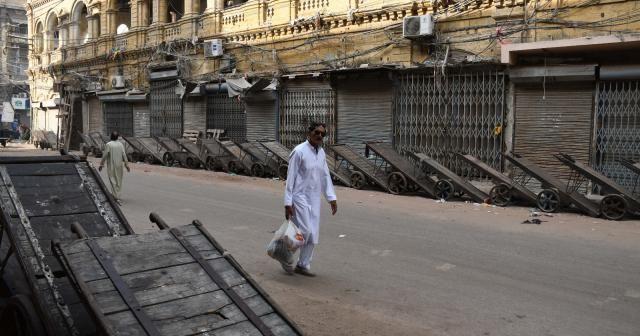 Pakistan'da polisin göstericilere ateş açmasına karşı grev