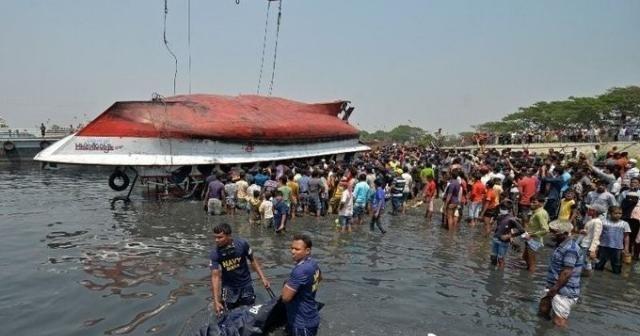 Bangladeş'te sürat teknesi ile yük gemisi çarpıştı: 26 ölü