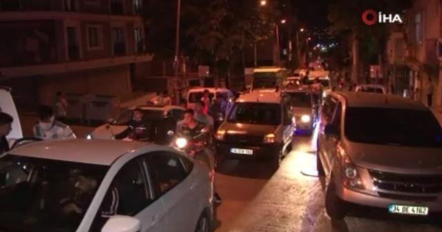 Beşiktaşlı taraftarlar Küçükçekmece'de sokaklara döküldü