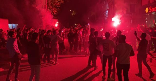 Bursa'da kısıtlamaya rağmen şampiyonluk kutlaması
