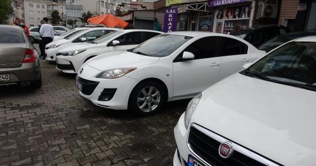Fiyatları anormal şekilde artan ikinci el otomobiller elde kalıyor