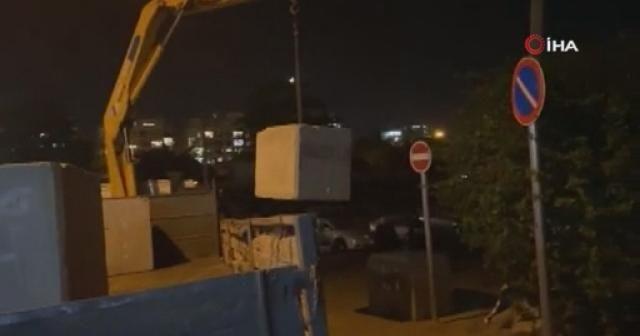 İsrail güçleri, Şeyh Cerrah Mahallesine girişleri engellemek için beton bloklar yerleştirdi