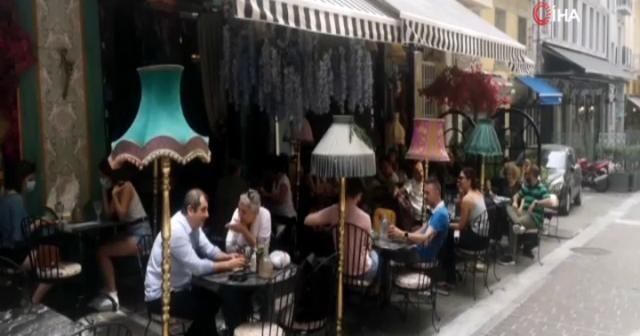 Yunanistan'da kafe ve restoranların dış mekanları açıldı
