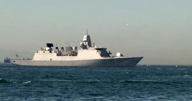 Hollanda savaş gemisi Sarayburnu'na demirledi