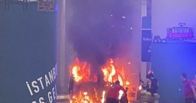 İstanbul Havalimanı'nda korkutan anlar: Vip araç alev alev yandı