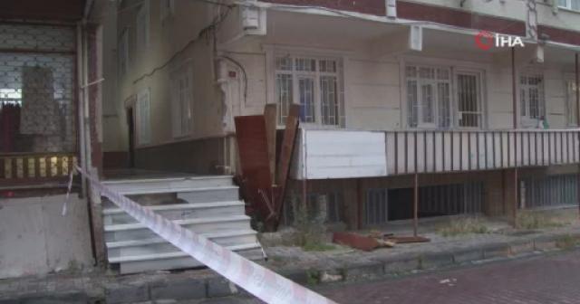 Yağış sonrasında Bahçelievler'de binanın bodrum kat merdiveni çöktü