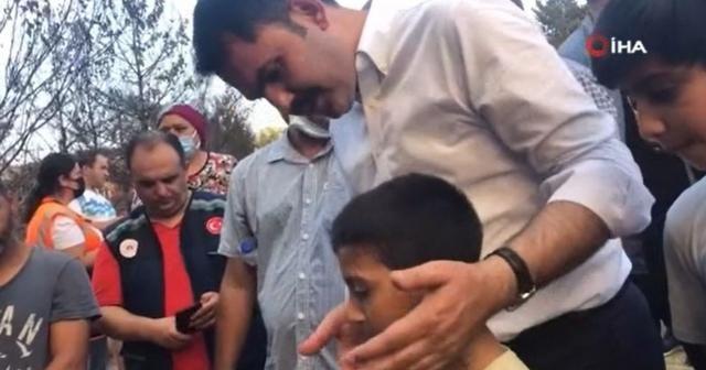 Bakan Kurum'dan top sahası yanan çocuklara yeni saha sözü