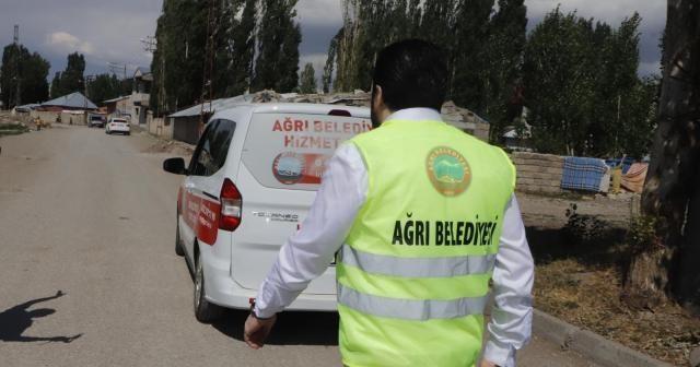 Başkan Sayan, kapı kapı dolaşarak kurban eti dağıttı
