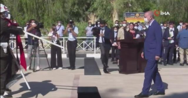 Cumhurbaşkanı Erdoğan, Lefkoşa'da Atatürk Anıtı'na çelenk bıraktı