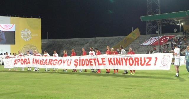 """Kıbrıs'ta şöhretler maçında dünyaya mesaj: """"Sporda ambargoya hayır"""""""