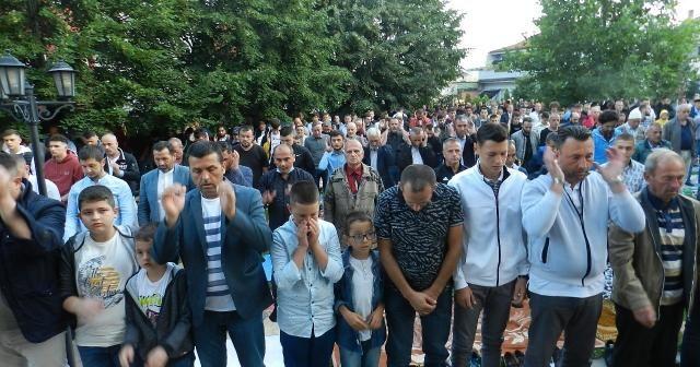 Kosova'da yüzlerce Müslüman Kurban Bayramı namazını kıldı