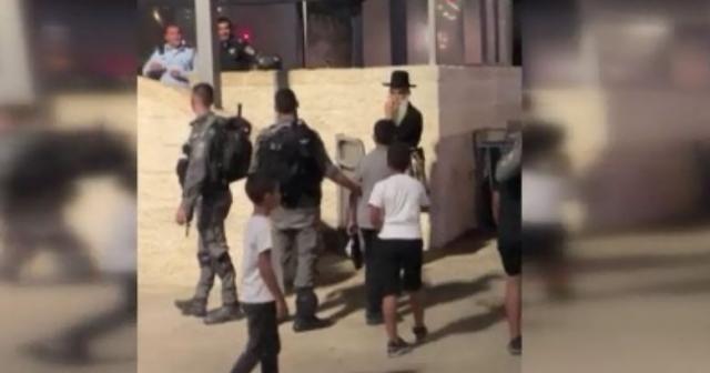 İsrail, 10 yaşındaki 2 Filistinli çocuğu gözaltına aldı