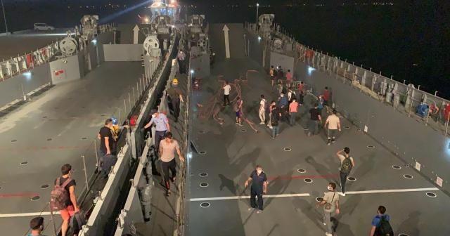 Milli Savunma Bakanlığı:Deniz Kuvvetleri Komutanlığımıza ait çıkarma gemilerimizle tahliye başladı
