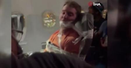 ABD'de uçakta hostesleri taciz eden yolcu, koltuğa bantlandı