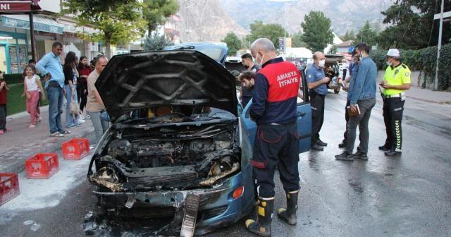 Amasya'da seyir halindeki otomobil alev alev yandı