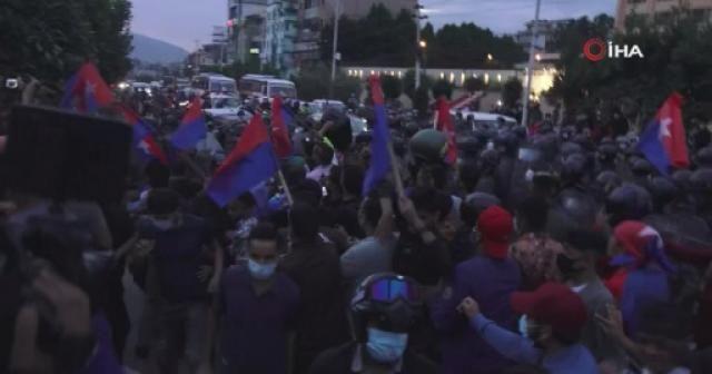 Nepal'de hükümet karşıtları polisle çatıştı