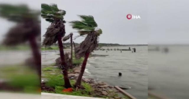 Teksas'ta Nicholas Kasırgası karaya ulaştı