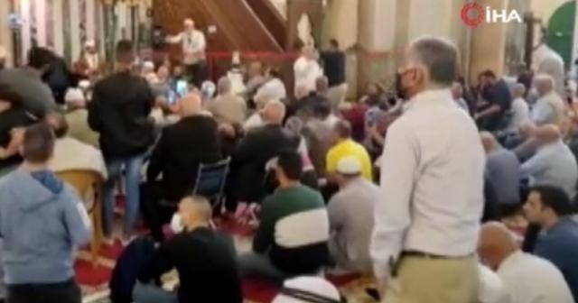 Binlerce Filistinli, Mevlit Kandili için Mescid-i Aksa'da toplandı