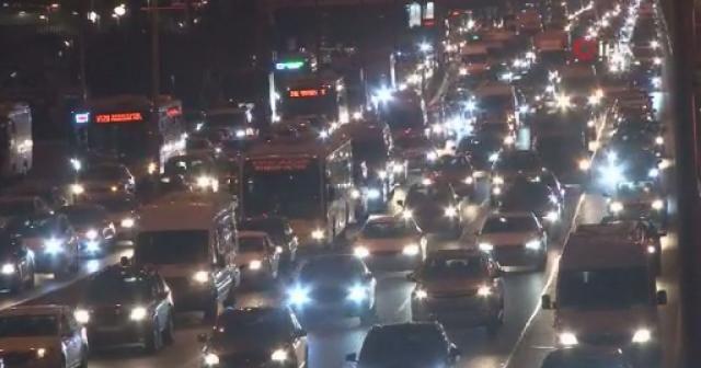 İstanbul'da trafik yoğunluğu seviyesi yüzde 74'e çıktı