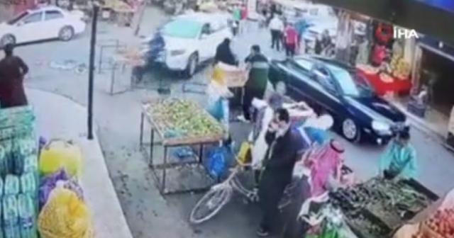Ürdün'de kontrolden çıkan araç pazar yerine daldı: 1 yaralı