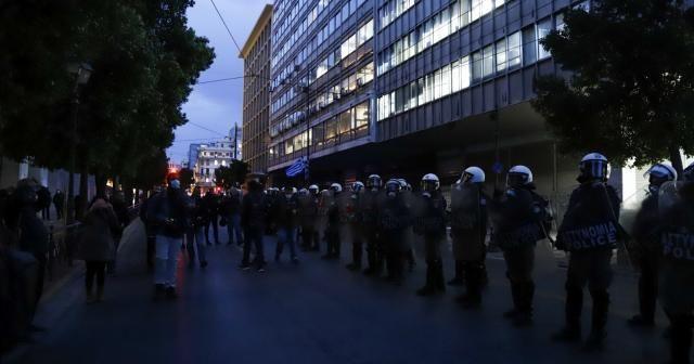 Yunanistan'da polis şiddetine karşı halk sokaklara döküldü