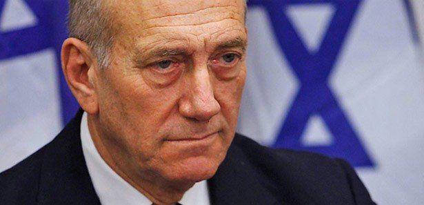 Eski İsrail Başbakanı Ehud Olmert hapse giriyor