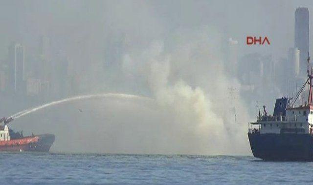 Yenikapı açıklarında gemi yangını - İzle