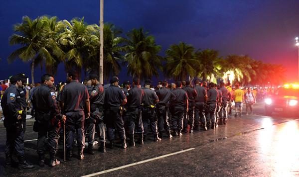 Şiddet sokaklara taştı, Rio savaş alanına döndü!