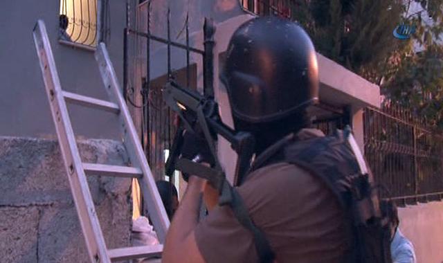 Adana'da bin 750 polisle şafak baskını