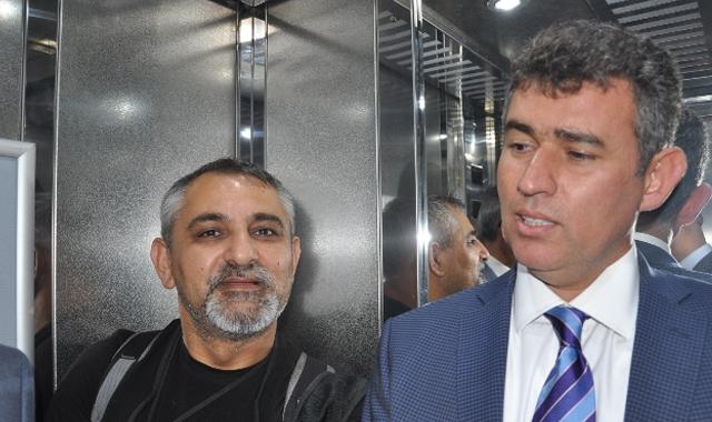 Metin Feyzioğlu asansörde mahsur kaldı