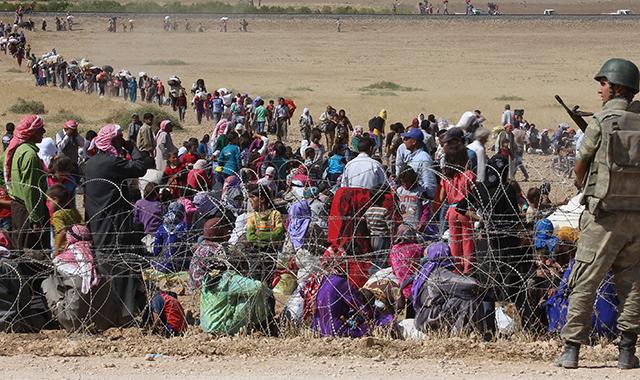Davutoğlu: Sınırdan 4 bin kişi Türkiye'ye girdi