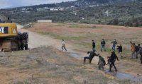 Köylüler jandarma ekiplerine ve basın mensuplarına saldırdı