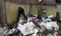 Yoğun kar yağışı bir kişiyi evsiz bıraktı