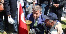 Metin Şentürk de Soma Şehitliğini ziyaret etti